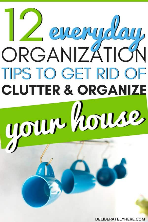 12 small everyday organization tips to organize your house and get rid of clutter fast. The best organization tips for the home. Small organization hacks to do everyday to create a organized house. Home organization tips for the organized mom. Get rid of clutter with these clutter organization tips. Use these clutter solutions to create a clutter free home. Declutter and organize your home today with these smart decluttering ideas. Keep a clean and tidy home starting today!
