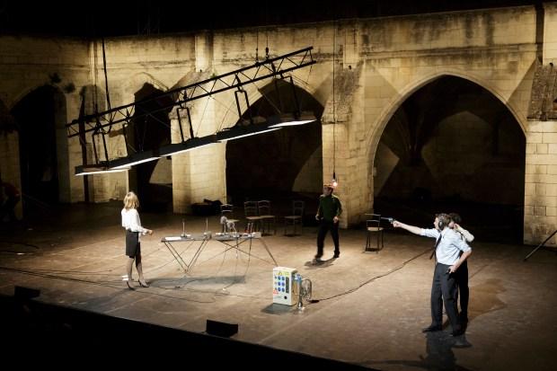 Raoul Collectif: Rumeur et petits jours © Christophe Raynaud de Lage. Festival d'Avignon 2016. Une critique de René Solis dans délibéré