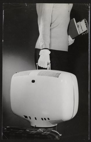 Roger Tallon, Téléviseur portatif P111, Téléavia, 1963 © Les arts Décoratifs, Paris / A.D.A.G.P. 2016