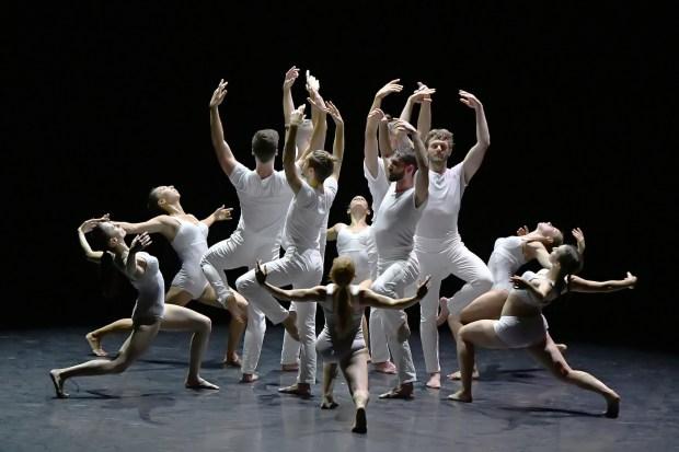 "Angelin Preljocaj, ""Gravité"", Biennale de la danse de Lyon, 2018 © Jean-Claude Carbonne"