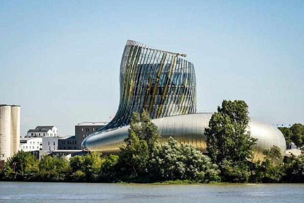 Cité du Vin Bordeaux (photo wikimédia)
