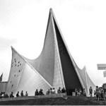 """Rare exemple de """"cristal"""" construit par et pour la musique: le pavillon Philips de 1958."""
