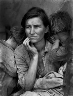 Mère migrante (photo retouchée) par Dorothea Lange
