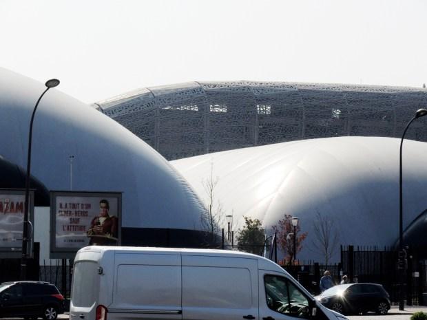Porte d'Auteuil - Grosse bulles sur fond de stade © Gilles Walusinski
