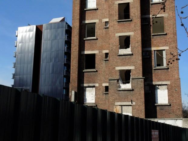 Choc de constructions et d'époques à la porte de Clichy  © Gilles Walusinski