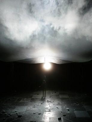 """Dimitris Papaioannou: """"Still Life"""" © Maria Petinarak. Festival Montpellier Danse 2016. Un article de Marie-Christine Vernay dans délibéré"""