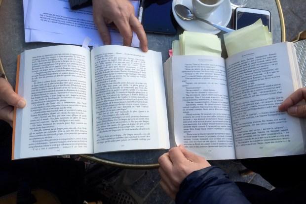 En lisant, en comparant les textes © Gilles Walusinski