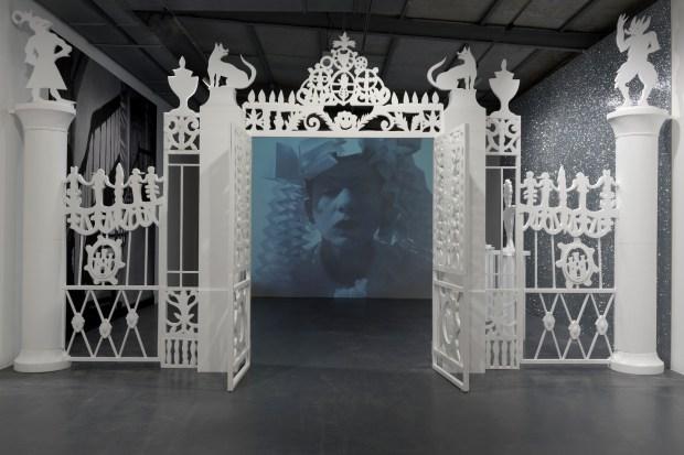"""Hélène Delprat, """"Comment j'ai inventé Versailles"""" et """"Portail du château d'Otrante"""""""