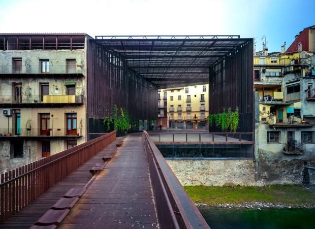 La Lira (théâtre) Public Open Space, 2011, Ripoll, Gérone, Espagne. En collaboration avec J. Puigcorbé. Photo Hisao Suzuki