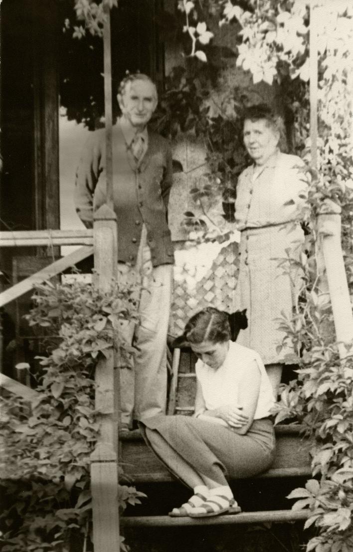 Alfred et Marguerite Rosmer avec Janette Walusinski, à Périgny. Photo: Gilbert Walusinski