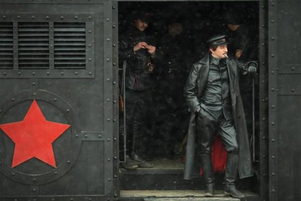 Konstantin Khabensky dans Trotsky (Sreda Production Company, diffusion sur Netflix)