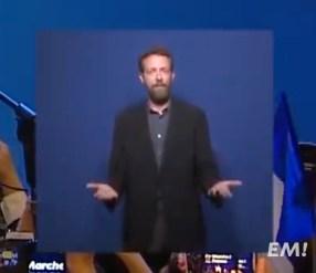 """""""Voilà"""": le traducteur d'Emmanuel Macron en langue des signes"""