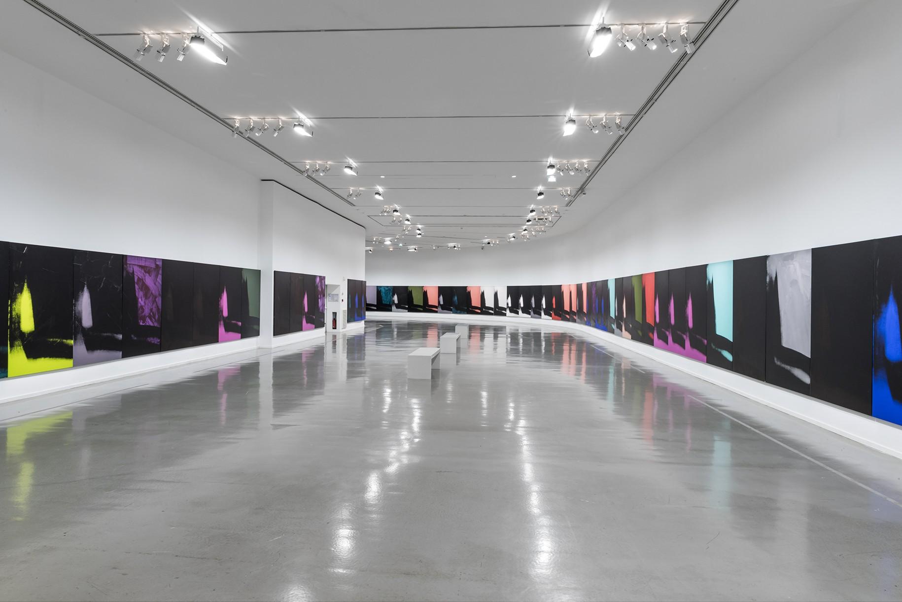 Andy Warhol, Shadows, 1978-79. Vue d'exposition, Warhol Unlimited, au Musée d'Art moderne de la Ville de Paris, 2015 © Courtesy Dia Art Foundation, New York © The Andy Warhol Foundation for the Visual Arts, Inc. / ADAGP, Paris 2015 © Pierre Antoine