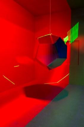 Vue de 'The Cornell Box' en mouvement imaginée par Nicolas Dorval Bory. Photo Lothaire Hucki. Villa Noailles 2017