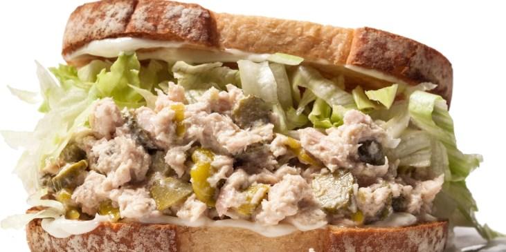 Σάντουιτς με τόνο! Αυτό το Σάντουιτς με τόνο μπορεί να αποτελέσει πλήρες γεύμα! Δοκιμάστε το με την υπέροχη μαγιονέζα μας! Deli Cargo Dressings!