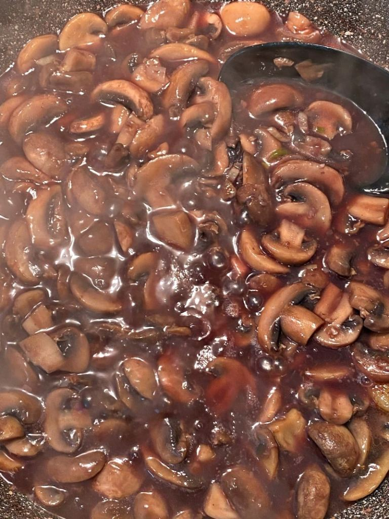 sauteed mushrooms with red wine