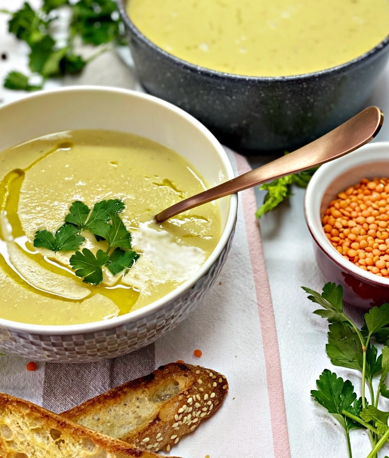 Lentil soup with celery and baked bread