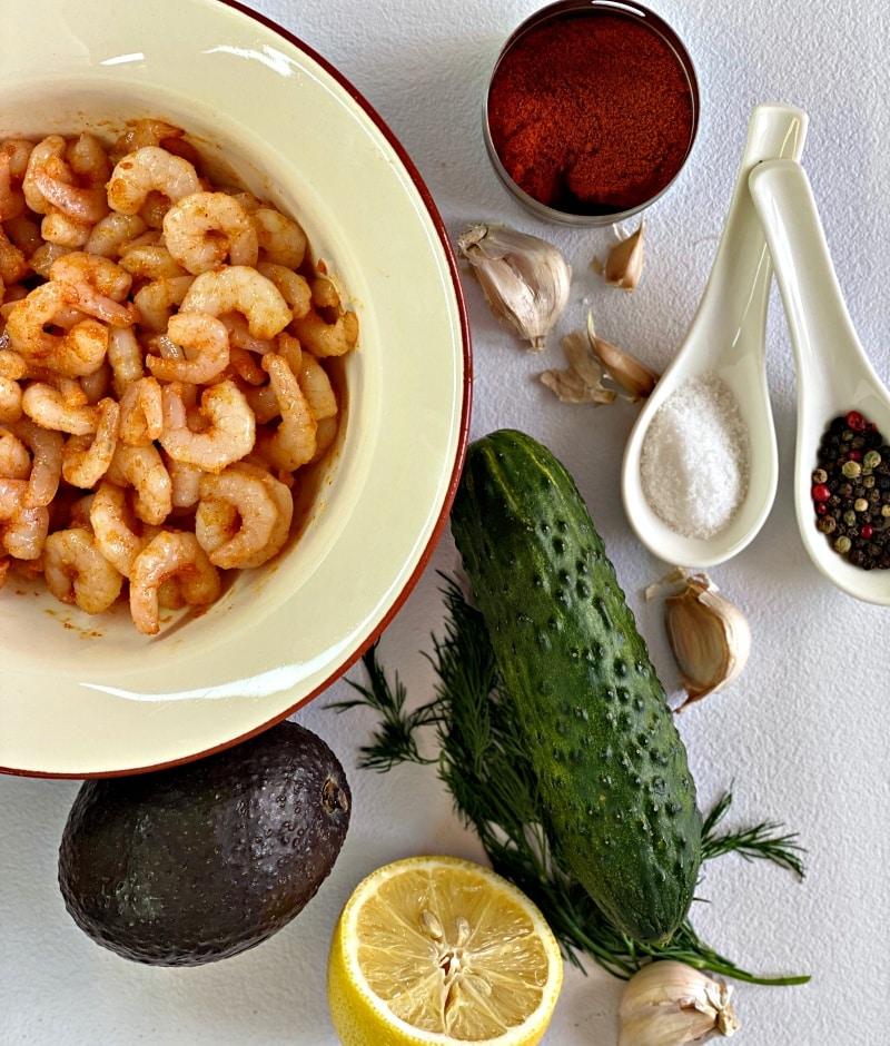 Garlic shrimp and avocado ingredients