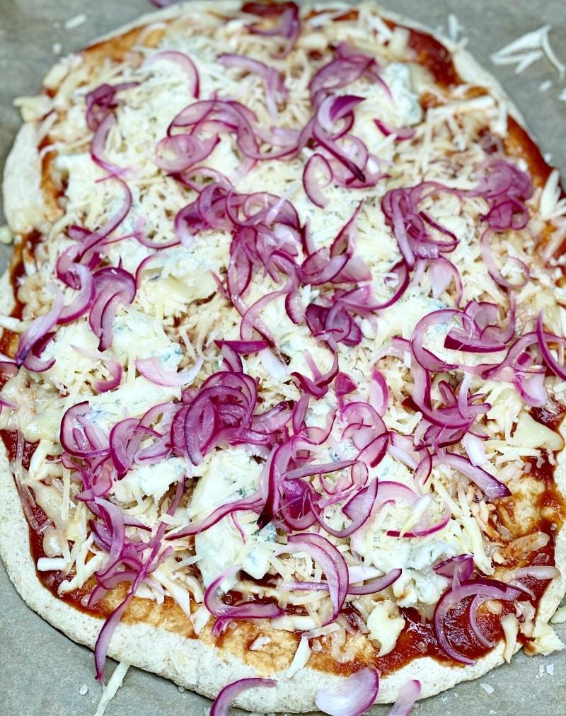 pizza onion&gorgonzola recipe