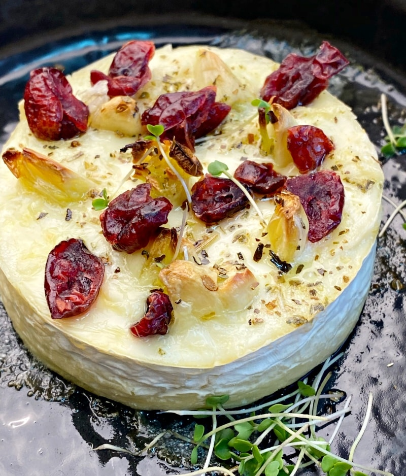Baked brie with garlic