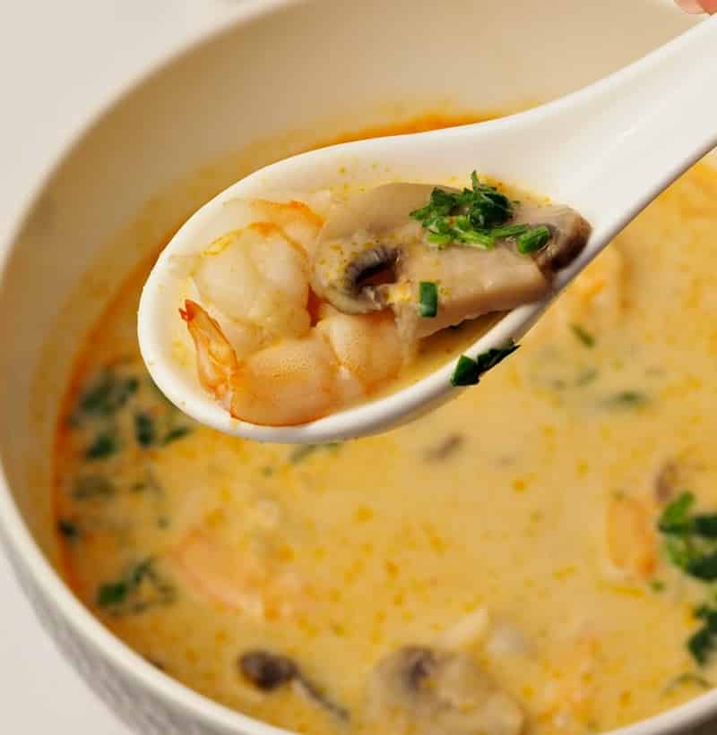 Tom yum soup with shrimps and mushrooms
