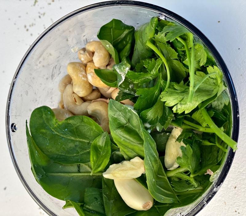 cashew sauce ingredients basil parsley garlic