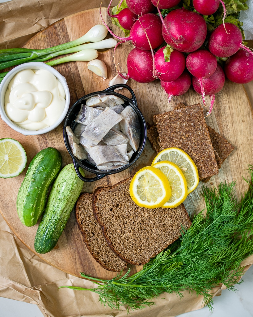 Herring smorrebrod ingredients