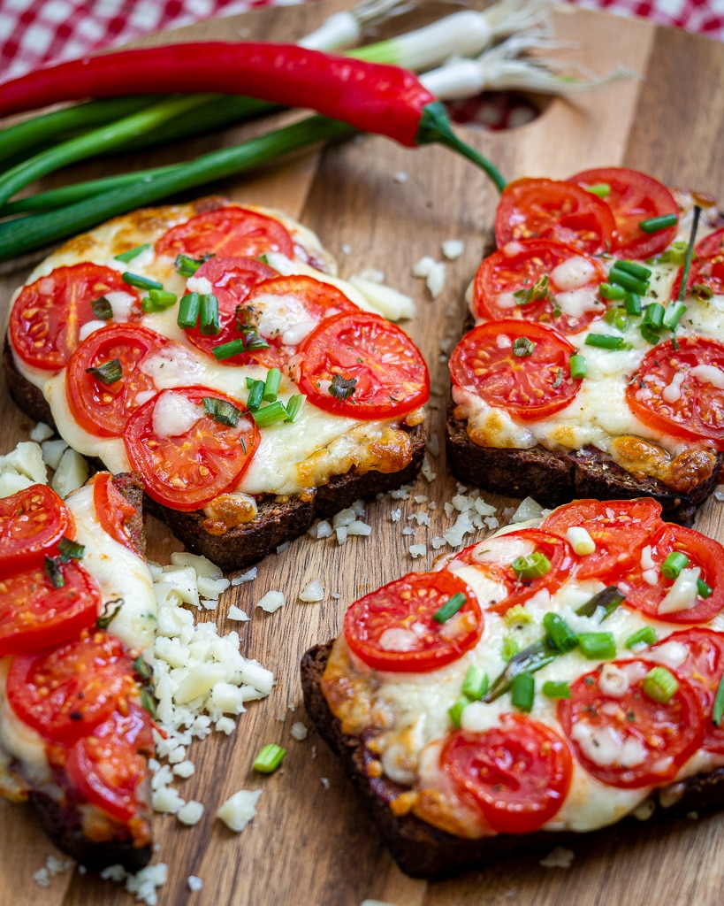 mozzarella tomato toast - caprese toast