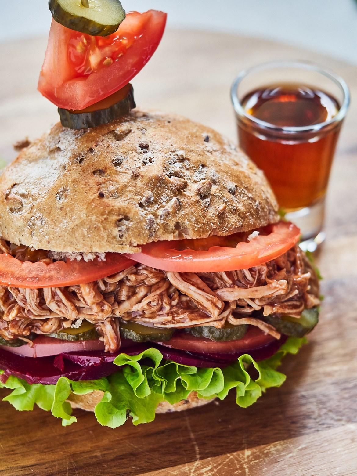 jack daniel's pulled pork burger