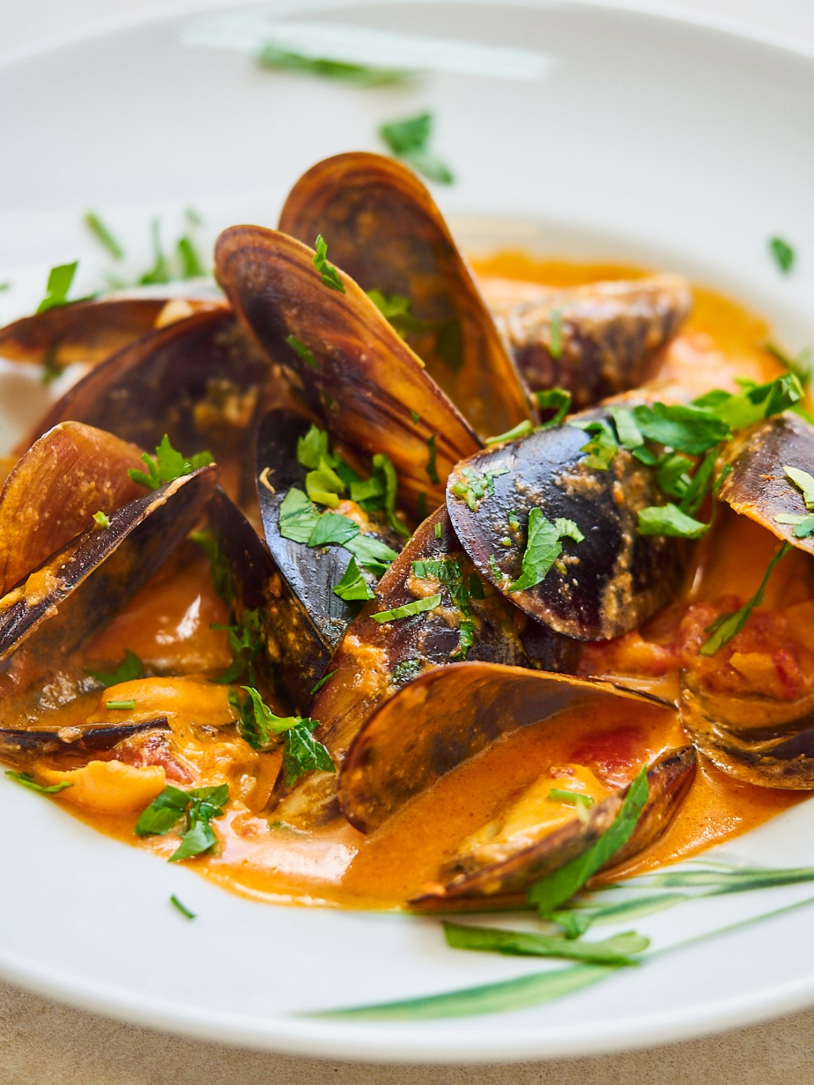 how to serve mussels in tomato sauce