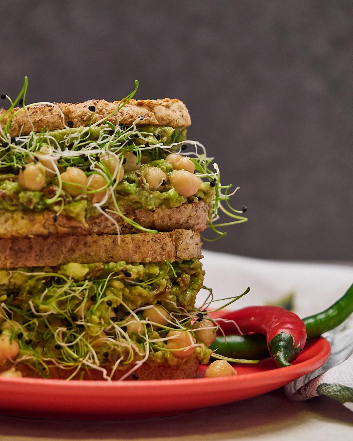 avocado chickpea sandwich