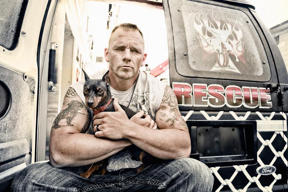 Conheça os tatuadões que resgatam cachorrinhos