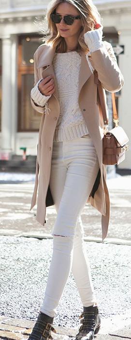 Calça branca em look clean e chique para o inverno