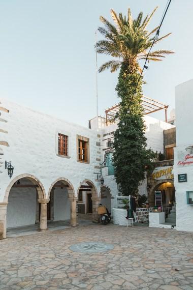 As ruas de Patmos, ilha que faz parte de um cruzeiro pela Grecia e é famosa pelo turismo religioso.