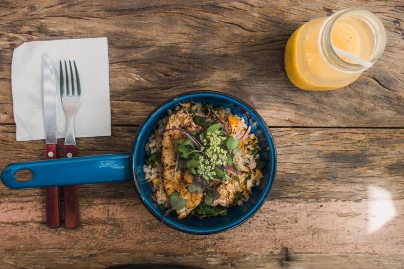 Frango organico com arroz, prato infantil do restaurante saudavel Graviola, no Rio de Janeiro. Por Delicia de Blog.