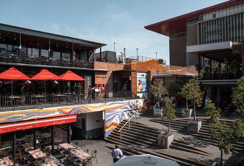 Patio Bella Vista, shopping que reune varios restaurantes em Santiago, no Chile