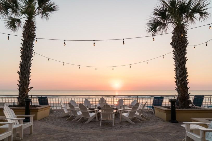 Fogueira no Shores Resort em Daytona Beach, EUA