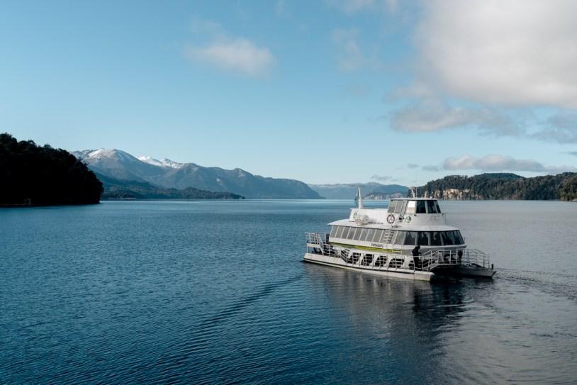 Passeio de barco pelo lago Nahuel Huapi, em Villa la Angostura, na Patagonia Argentina. Por Paulo del Valle.
