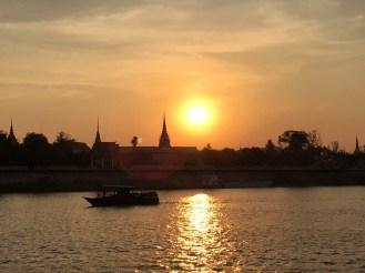 Memorable Cambodia Cruise Sunset - Phnom Penh - Délicieuse Vie