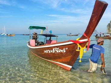 Long Tail Boat amarré, Koh Muk, Thailand, Délicieuse Vie