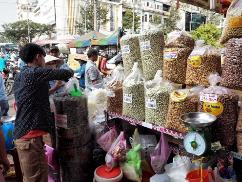 Marché étalage Ho Chi Minh ©delicieusevie