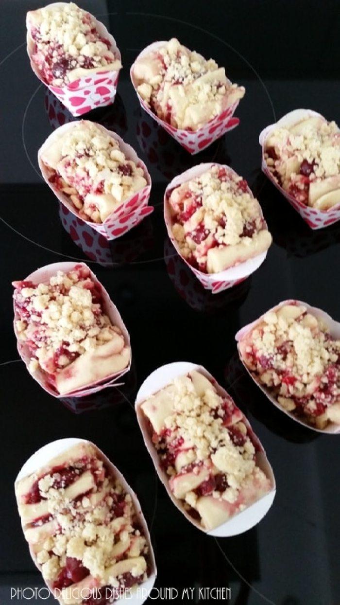 Mini Pull Apart Cakes mit Kirschen und Mandel- Zimt- Streuseln