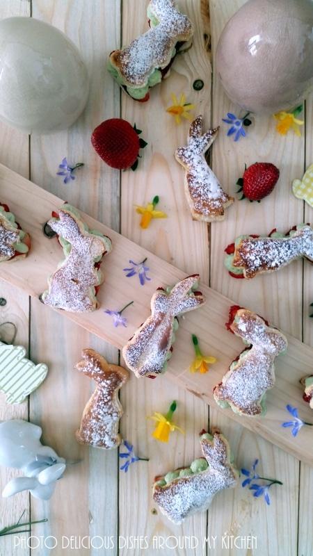 Für das Oster- Kuchenbuffet: Blätterteighasen gefüllt mit frischen Erdbeeren und Matcha- Mascarponecreme