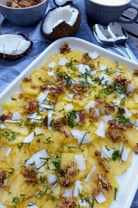 Zum Brunch am Wochenende…Ananas- Carpaccio mit Kokoschips- Amaranth- Crunch