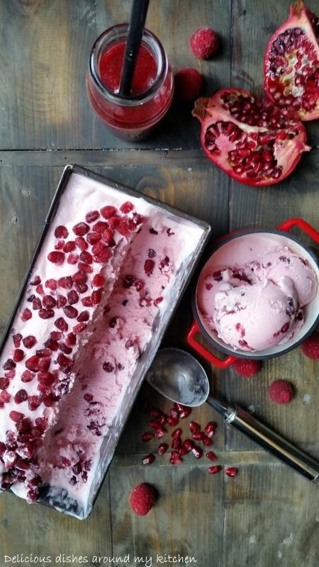 Selbstgemachtes Joghurteis mit Himbeeren und Granatapfel- Eiscreme ohne Eismaschine