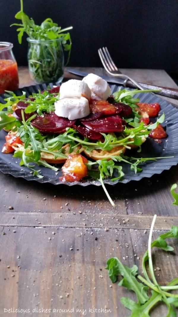 Pikante Kräuterwaffeln mit Rote Bete Carpaccio, Ziegenkäse und Orangen- Chutney