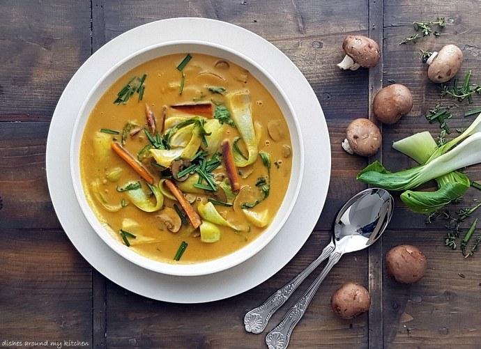 Herbstzeit, Suppenzeit- Thai- Curry- Kokossuppe mit Pak Choi & Pilzen