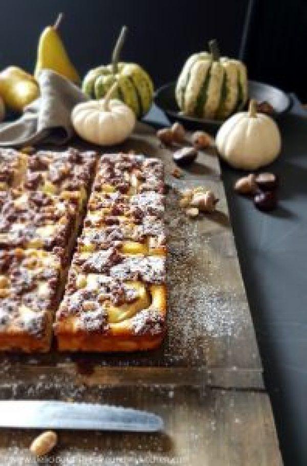 Russischer Zupfkuchen mit Birnen und Erdnüssen