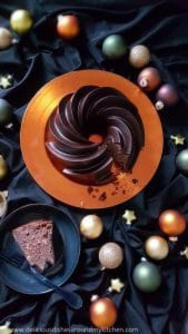 Weihnachtlicher Lebkuchen- Gugelhupf mit edler Glasur