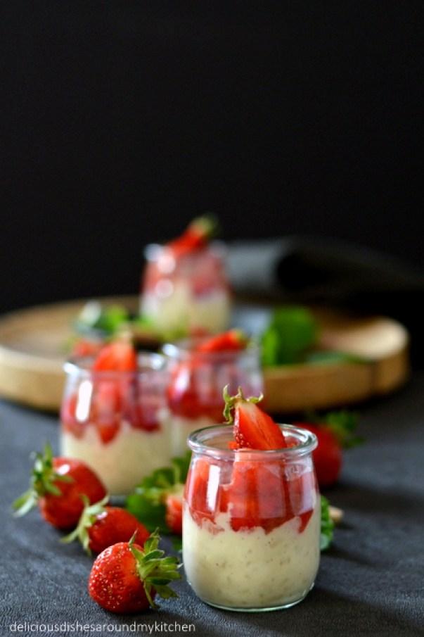 Mandel- Milchreis mit Rhabarber- Erdbeerkompott